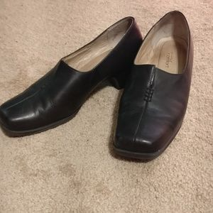 Strictly Comfort black stacked heel shoes